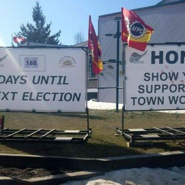 Signs in Hay River