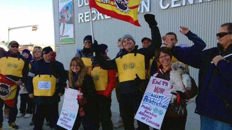 Hay River striking workers