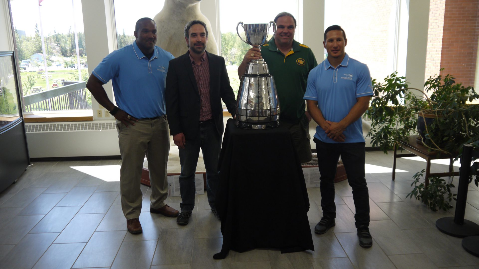 From left to right: Eskimos alumni Rob Brown, Yellowknife mayor Mark Heyck, Eskimos alumni Jed Roberts and New Jersey Devils forward Jordin Tootoo