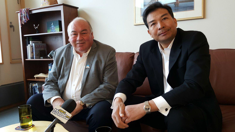Bob McLeod with Luo Zhaohui