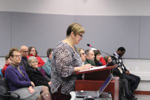 Yvonne Careen speaks to councillors about the need for a gymnasium at École Allain St-Cyr.